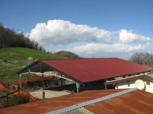 Il tetto è in pratica alto quanto quelli vicini