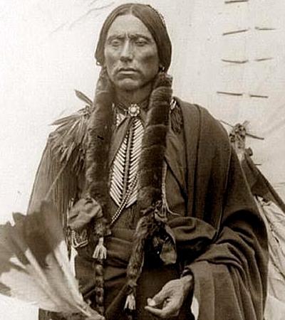Quanah Parker in abiti tradizionali