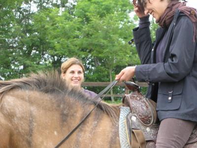 Sacha insieme a Valentina, la prima allieva del ranch (1990)
